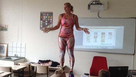 учитель раздивается науроке