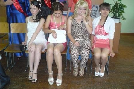 выпускницы под юбки