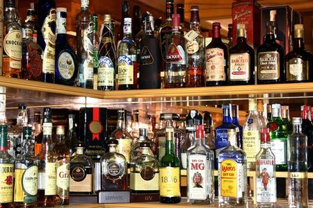 Распитие спиртных напитков запретили в Ижевске в 17 общественных местах.